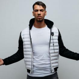 YL, artiste rappeur